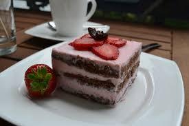 schoko torte mit erdbeer joghurtcreme laktosefrei tortenfee