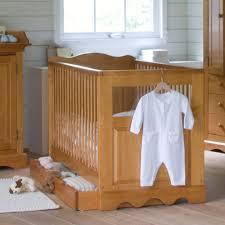 chambre bebe bois massif awesome armoir en pin massif peint pour chambre bebe photos