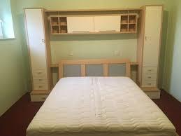 schlafzimmer bett schrank matratze