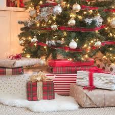 so kann eine rustikale weihnachtsdeko mit karo in szene