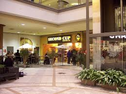rideau shopping centre stores the second cup café in the rideau centre right next to se