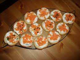 canape saumon toasts de saumon fume au fromage frais la table de milie