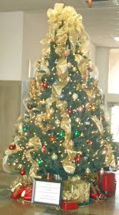 4 And Decorated Adorned The Tree With Gold Mesh Ribbon Slideshow