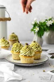 pistazien cupcakes mit frischkäsetopping