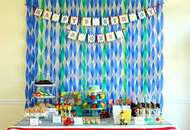 Birthday Wall Decorations How About A Of Crepe Paper Super Easy And Dramatic