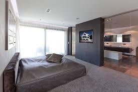 fernseher für badezimmer im modern schlafzimmer mit