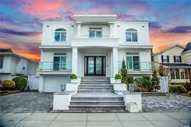 100 Houses For Sale Merrick 2971 Shore Dr New York Douglas Elliman