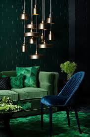 grüne wand farbabstufungen ton in ton blau interiordesign