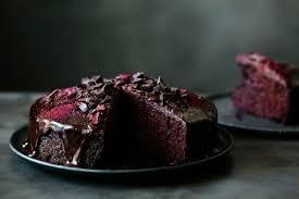 veganer schokoladenkuchen leckerei mit außergewöhnlichen