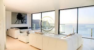 فيلا بتصميم عصري مع إطلالات على البحر 180 درجة في مدينة