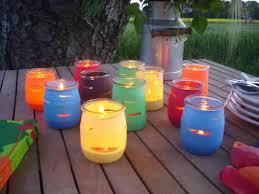 que faire avec des pots de yaourt en verre créer des photophores en couleur avec des pots de yaourts vous