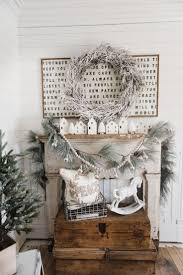 Rustic Christmas Bathroom Sets by Best 25 Cottage Christmas Decorating Ideas On Pinterest Cottage