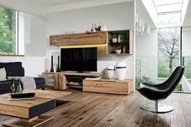 moderne wohnzimmer mit altholz caseconrad