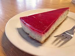 joghurt mohn torte mit marzipan und himbeer decke