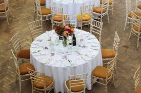 Round Table Settings For Weddings Amy Patrick S Wedding The Tab Venue