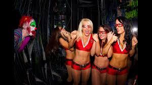 Busch Gardens Halloween by Buccaneers Cheerleaders At Busch Gardens U0027 Howl O Scream Wftv