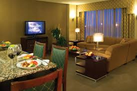 Living Room Lounge Indianapolis Indiana by Hotel Crowne Plaza Indianapolis Airport In Booking Com