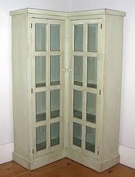 die 13 besten ideen zu eckvitrine eckvitrine vitrine