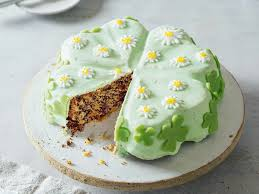 kleeblatt kuchen mit nuss leckerer glückbringer