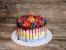 schöne hausgemachte kuchen mit erdbeeren und heidelbeeren stockfoto und mehr bilder amerikanische heidelbeere
