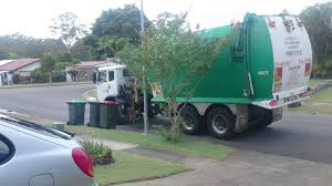 A GARBAGE TRUCK IN BRISBANE, AUSTRALIA - YouTube