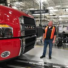 Highway Thru Hell' Star Jamie Davis Visits Mack Trucks ...