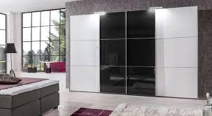schwarz weißer kleiderschrank mit glas schwebetüren