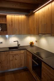 raumhohe massivholzküche in eiche wildholz mit granit