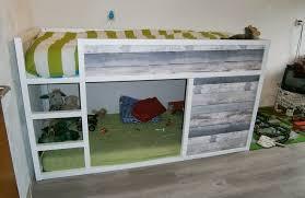 customiser le papier ikea lit enfant kura customisé avec du bois recyclé bidouilles ikea