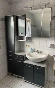 badmöbel badezimmer schränke spiegelschrank grau silber