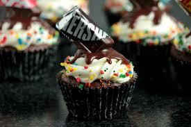 Chocolate Birthday Cupcakes with Melting Chocolate Bar Effect