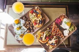 diese berliner cafes liefern frühstück brunch zu euch nach