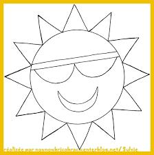 Fille Avec Des Lunettes De Soleil Colorant La Page Illustration