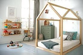 cabane dans chambre cabane chambre fille lit cabane chambre bacbac moderne cabane