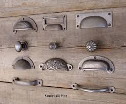 Kitchen Cabinet Hardware Ideas by Best 25 Kitchen Cupboard Handles Ideas On Pinterest Kitchen