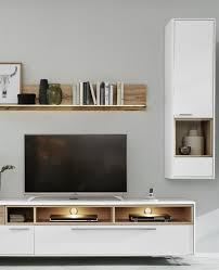 interliving wohnzimmer serie 2102 hängevitrine dunkles asteiche furnier weißer mattlack eine tür mit glaseinsatz