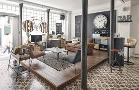 bücherwand im industrial stil mit 4 schubladen und 1 tür aus tannenholz und metall maisons du monde