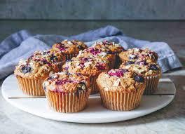 low carb rezepte eiweiß muffins mit beeren und haferflocken