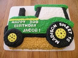 3d tractor cake cake wird aus einem halben blechkuchen