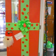 christmas wrapping paper door decoration myclassroomideas com