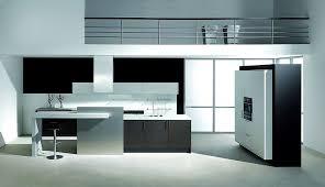 inselküche mit esstheke und hochschränken in laminat schwarz
