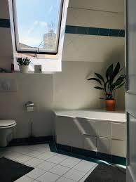 dachgeschoss badezimmer mit viel tageslicht schöne