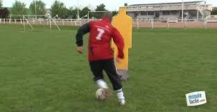 technique de foot en salle apprendre la dribble au football minutefacile