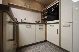 ballerina musterküche moderne hochglanz küche mit insel und