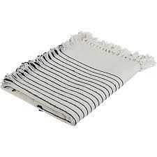plaid taupe pour canapé plaid et couvre lit plaids fourrure alinéa