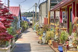 100 Lake Union Houseboat For Sale Slim Pickings Seattle Floating Homes On