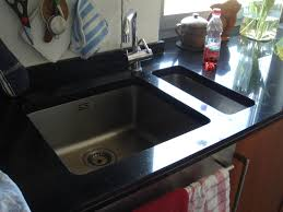 küchenarbeitsplatten aus granit keramik und naturstein
