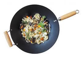 cuisiner avec un wok cuisine au wok avantages tours de recettes cuisinons