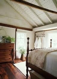 landhausstil schlafzimmer dachschräge und dunkler bodenbelag