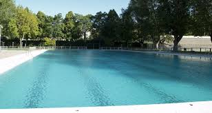 This Huge Pool Is Flooded With Students And Young People During The Summer University Has Plenty Of Space To Relax In Sun
